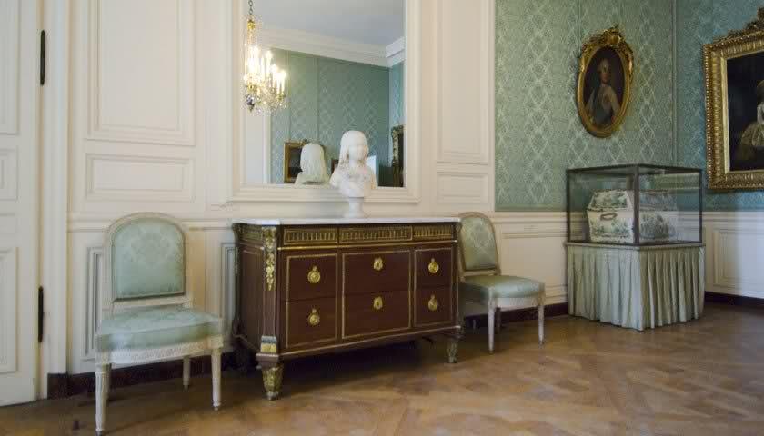 Chambre à coucher du Petit appartement de Marie-Antoinette, au rez-de-chaussée du château de Versailles 2gtu89l