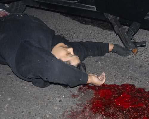 Enfrentamiento en el Boulevard Insurgentes de Tijuana (imagenes fuertes) 2vbn6rp