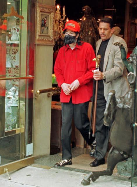 Foto di Michael Jackson con la mascherina - Pagina 2 2w6z33t