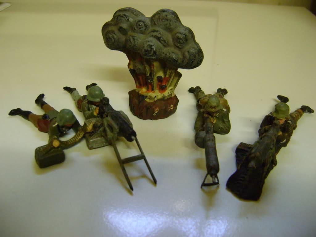 Les figurines anciennes, leurs accessoires et leurs décors. 6p3p4y