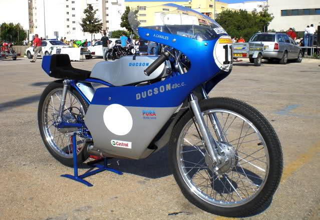Exhibición de motos clásicas de competición en Beniopa (Valencia) Acuxk