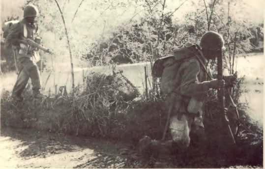 Equipements US sur soldats français durant le conflit. Zsr6fr