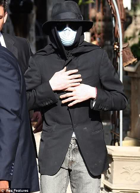 Foto di Michael Jackson con la mascherina - Pagina 2 314yq9j