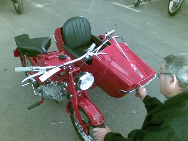 ¿Ciclomotores con sidecar? Bdw9c1