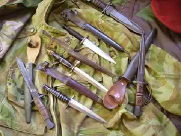 Quel poignard pour les soldats en Algérie? 24pz6no