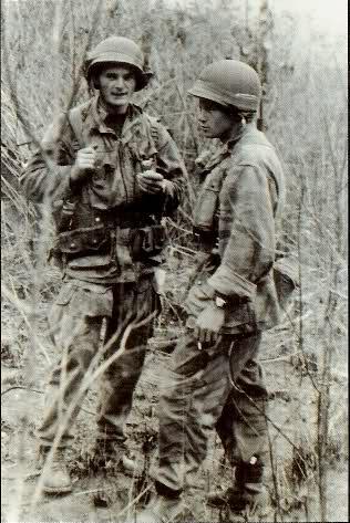 Equipements US sur soldats français durant le conflit. 2youx5i