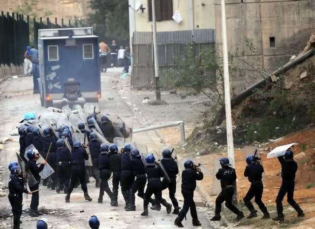 صور الشرطة الجزائرية............... 9i8uv8
