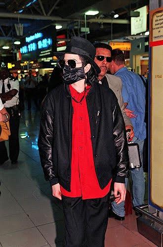 Foto di Michael Jackson con la mascherina - Pagina 2 2cqzinm