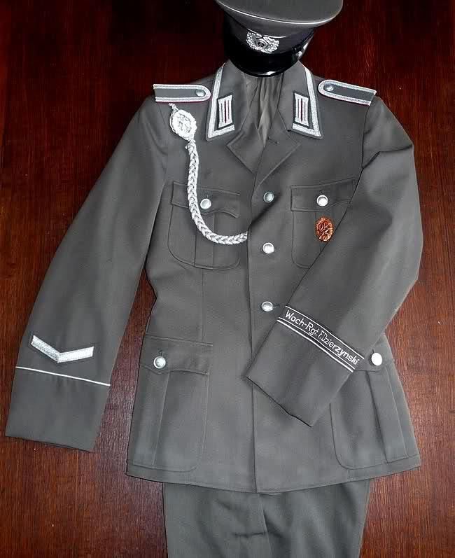 Les vestes troupe et sous-officiers de la RDA Bg8h6o