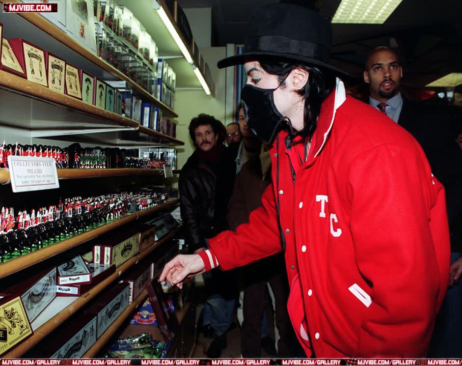 Foto di Michael Jackson con la mascherina - Pagina 6 10i74o3