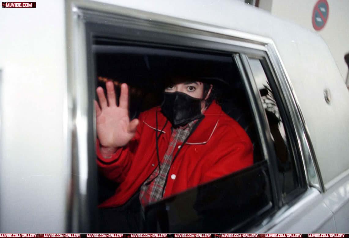 Foto di Michael Jackson con la mascherina - Pagina 6 13zvpr6