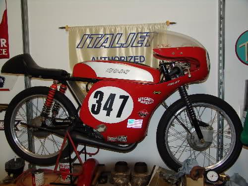 Ayuda identificar ciclomotor ¿Ducati? 1553y1j