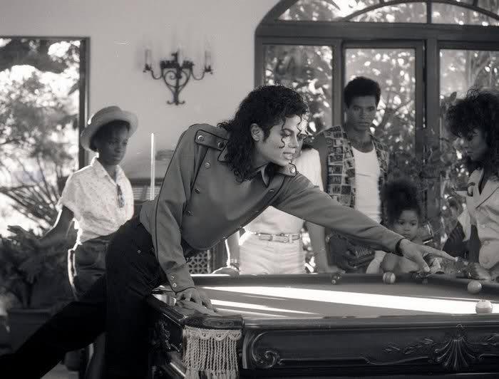 Raridades: Somente fotos RARAS de Michael Jackson. - Página 4 244y592
