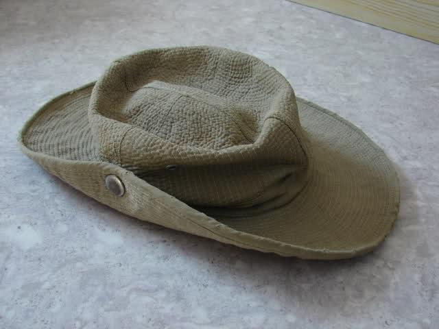 Le chapeau de broussse français 2ezmlcm