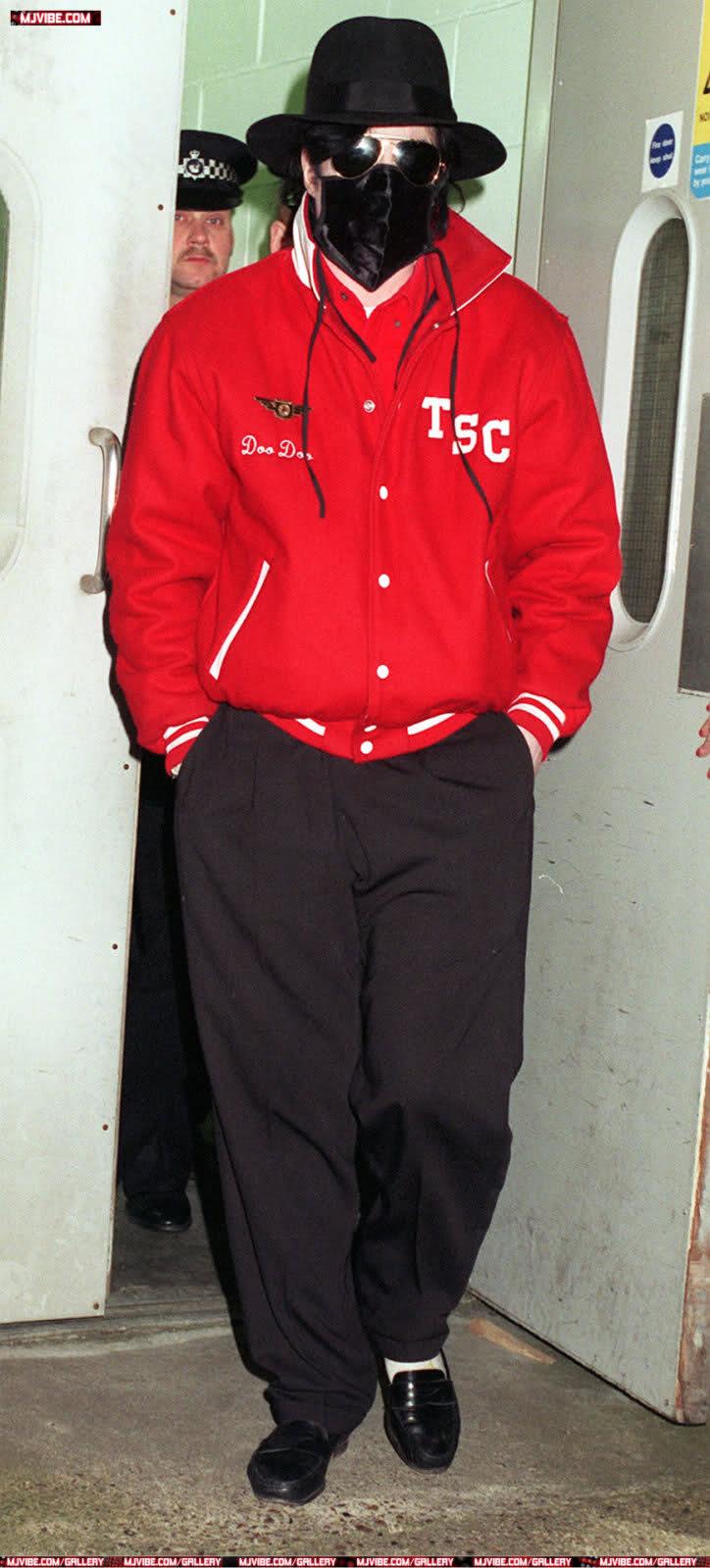 Foto di Michael Jackson con la mascherina - Pagina 6 2is89de