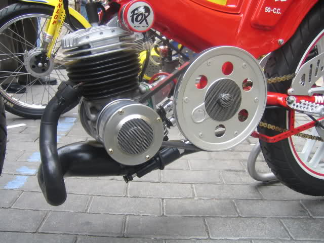 Exhibición de motos clásicas de competición en Beniopa (Valencia) 2rxb9j6