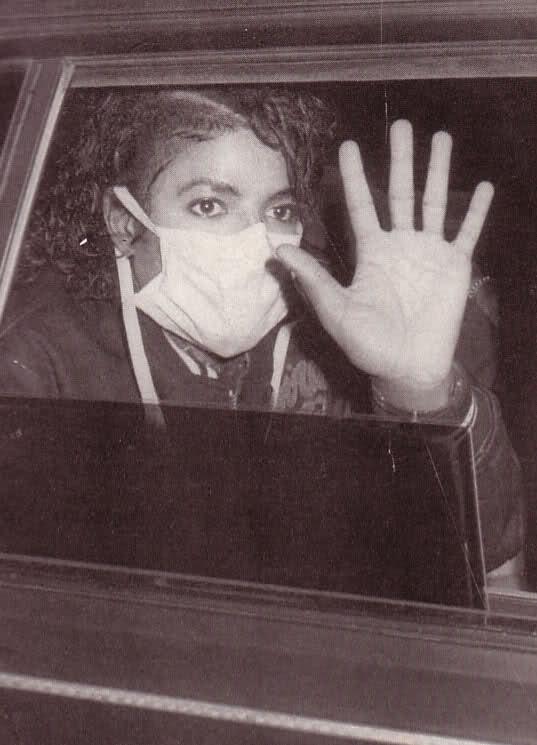 Foto di Michael Jackson con la mascherina - Pagina 5 6gllip