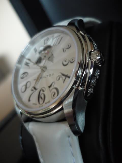 Cherche une montre pour femme entre 500 et 800 euros Fwj5vk