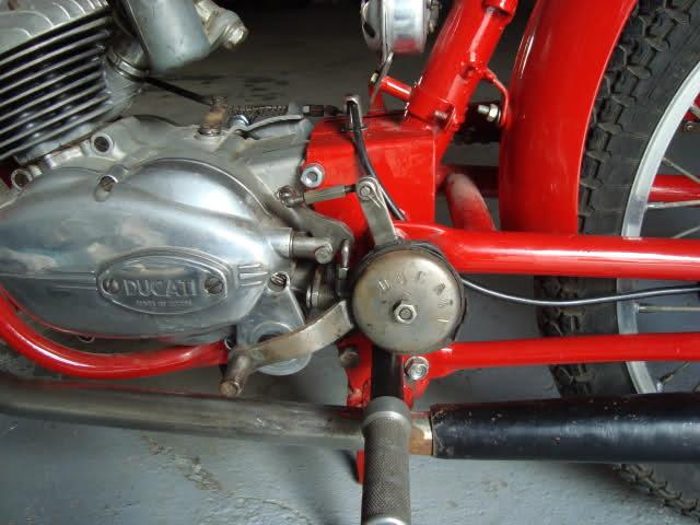 ducati - ¿Como quitarle los pedales a Ducati 48 TS? Imrm6f