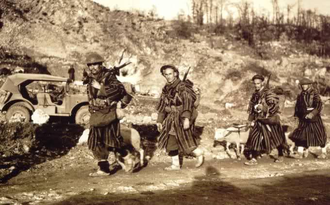 Les Goumiers Marocains S0wi6w