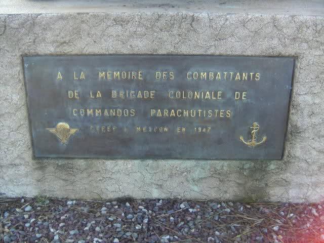 Stèle des paras coloniaux au camp de Meucon 25jch1z