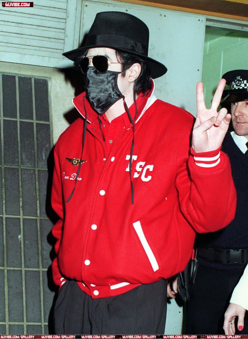 Foto di Michael Jackson con la mascherina - Pagina 6 34zex5i