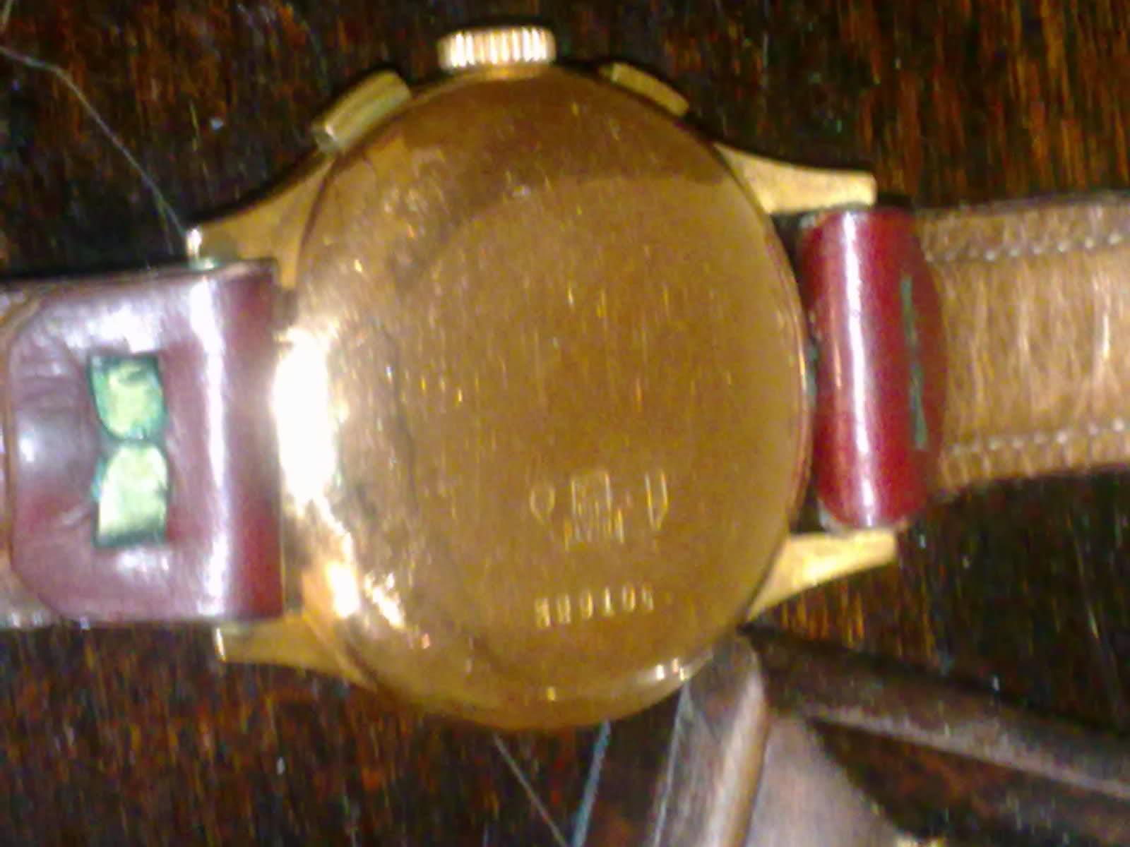 Une aide pour identifier cette montre chronographe... 6rsvwg