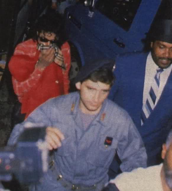 Foto di Michael Jackson con la mascherina - Pagina 5 13z955h