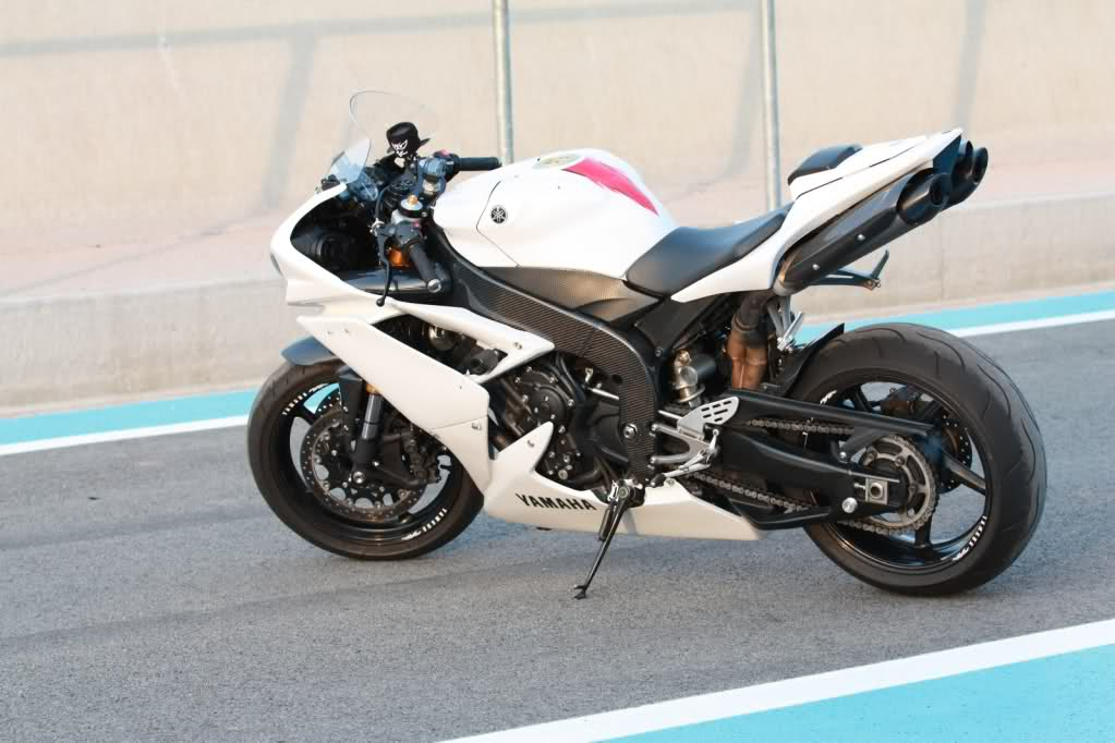 LE POST DU YAMAHA R1 - Page 2 1671bsw