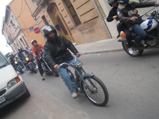 Concentracion 1 motos clasicas en Valencia 2m46mtx