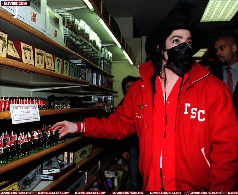 Foto di Michael Jackson con la mascherina - Pagina 6 2rw6tc9