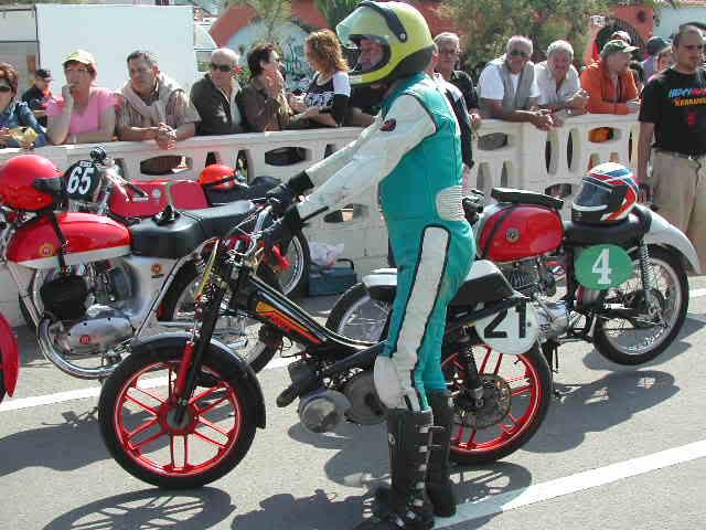 Exhibición de motos clásicas de competición en Beniopa (Valencia) 35ncyom