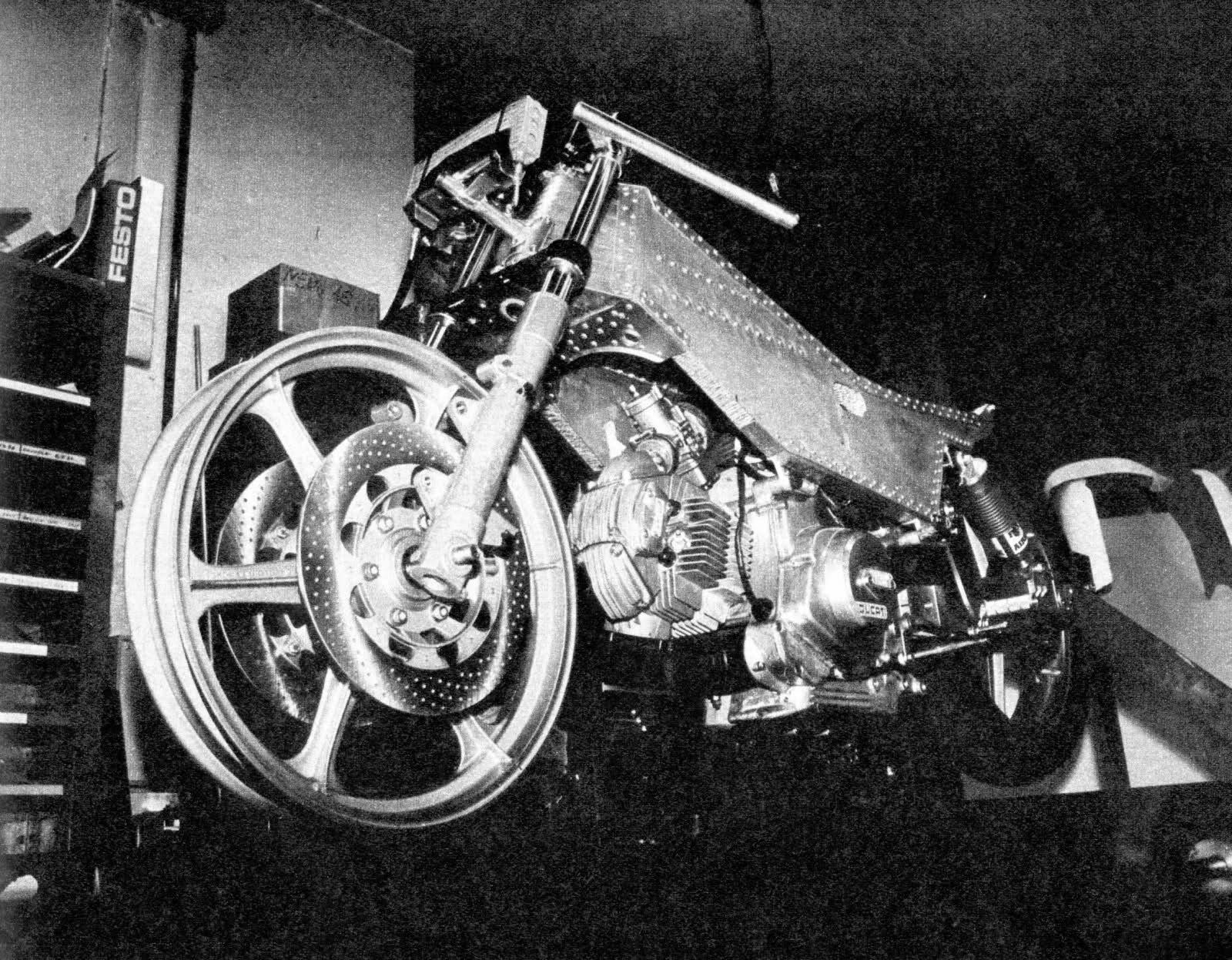 Réplica Ducati 50 de circuito - Página 2 Ohin0z