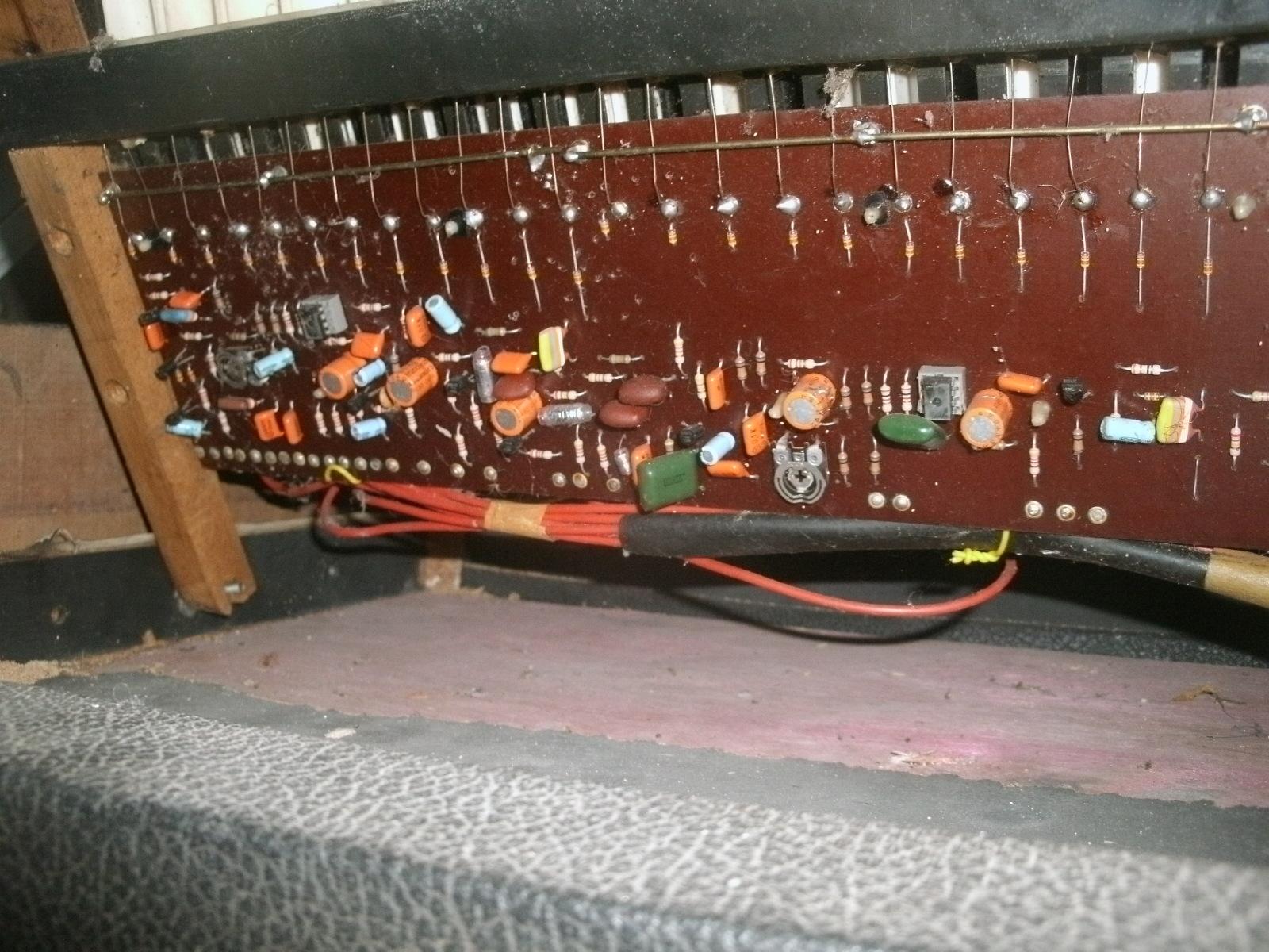 órgao eletronico com M208B1 2iav5ol