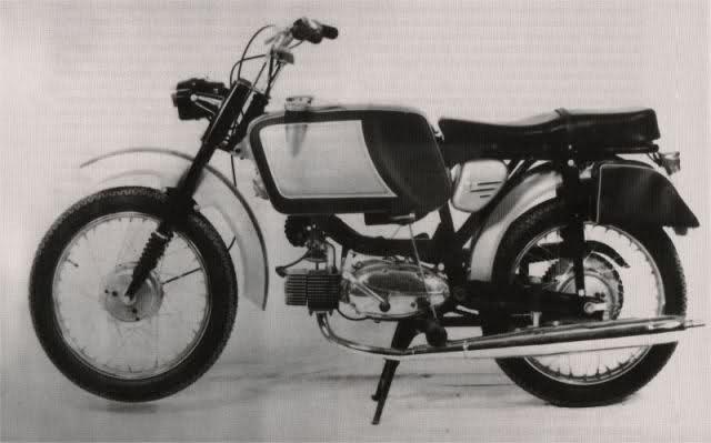 Ayuda identificar ciclomotor ¿Ducati? 35n8uno