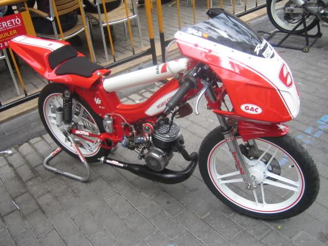 Exhibición de motos clásicas de competición en Beniopa (Valencia) Af93s8