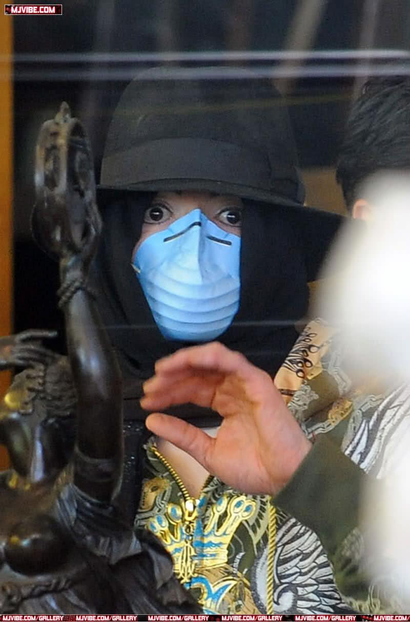 Foto di Michael Jackson con la mascherina - Pagina 5 J5z8l5