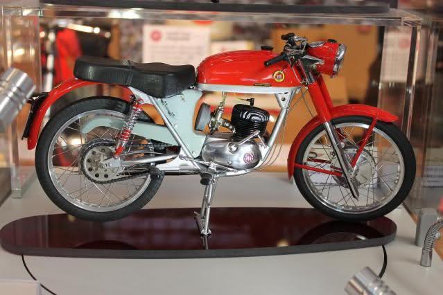 Colección Ducatis a Escala - Página 2 207w9wg