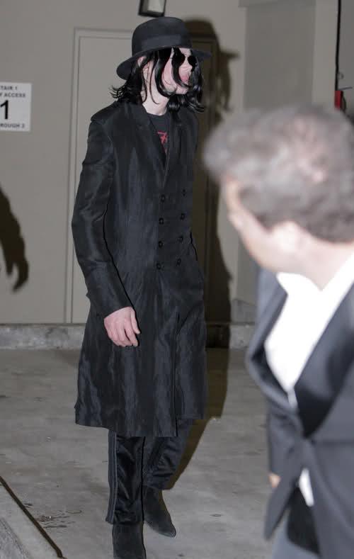 Michael Jackson in posa (anke come modello era bellissimo) - Pagina 6 245j2q9