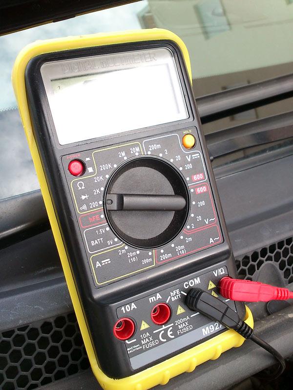 [Brico J] - Comprobar calentadores con polimetro. 2guea08