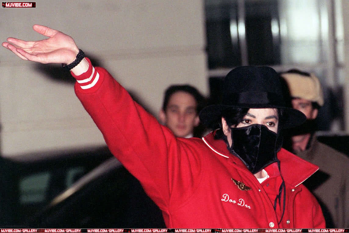 Foto di Michael Jackson con la mascherina - Pagina 6 2qtg8km