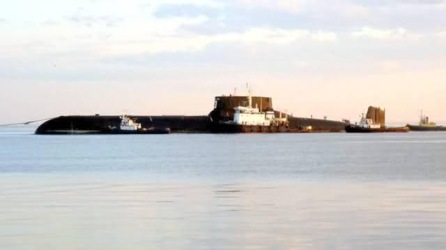 """Horlogerie à l'effigie des sous-marins """"Typhoon"""" 2v0h6j4"""