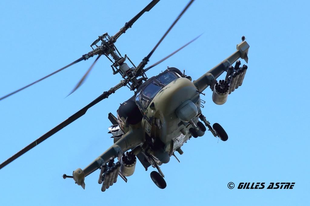 Hélicoptères de combats - Page 7 658zua