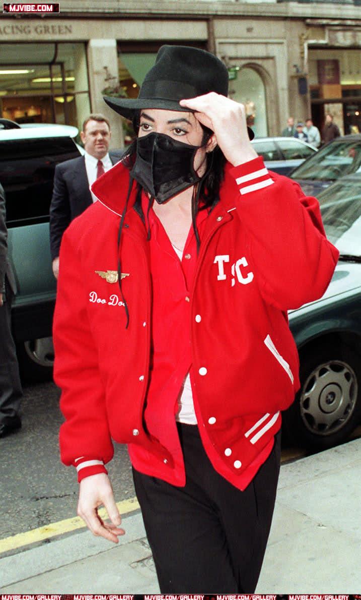 Foto di Michael Jackson con la mascherina - Pagina 5 6eq6ab