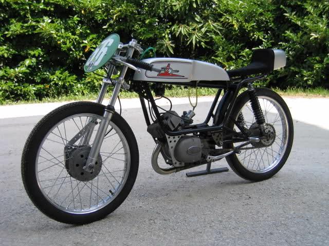 Ayuda identificar ciclomotor ¿Ducati? Ek5fg7
