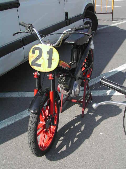 Exhibición de motos clásicas de competición en Beniopa (Valencia) Fmm5q9