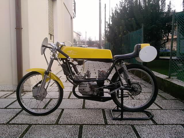 Ayuda identificar ciclomotor ¿Ducati? Rmrxg2