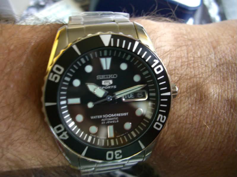 le porté de la montre. T89947
