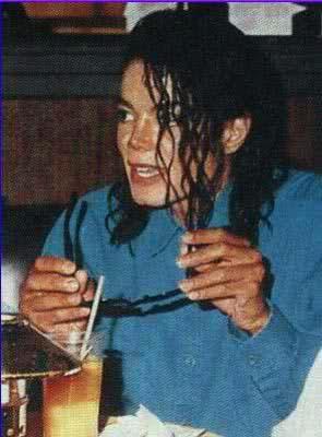 Immagini Michael Jackson che mangia e beve. - Pagina 13 W8b5gz