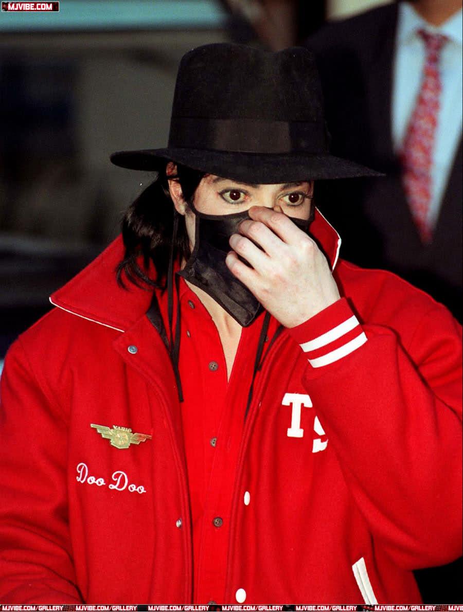 Foto di Michael Jackson con la mascherina - Pagina 6 24q3lhs